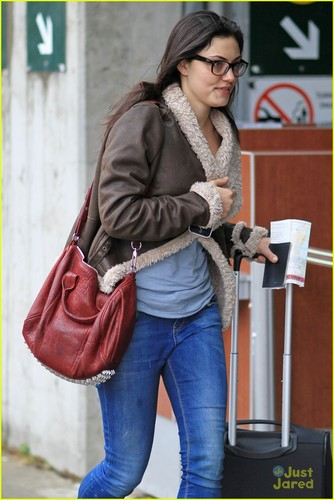 Phoebe Tonkin in Vancouver on Wednesday (November 16) in Vancouver, BC, Canada