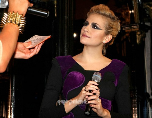 Pixie Lott judging a Singen Competition at a Bar in Dublin