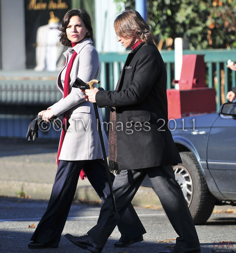 Lana Parrilla & Robert Carlyle On Set [November 15, 2011]