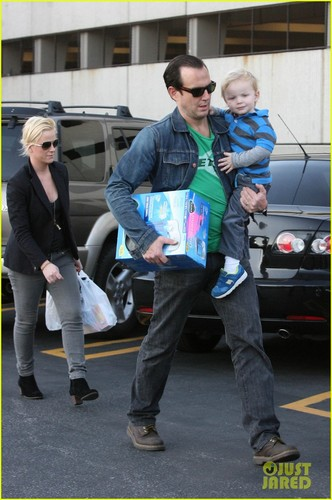 Amy Poehler & Will Arnett: Rite Aid with Archie
