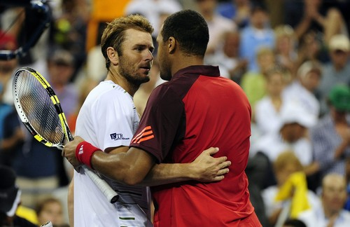 Jo-Wilfried Tsonga of France (R) and Mardy pescado of the US (L) embrace