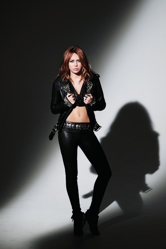 Miley Cyrus-Can't Be Tamed चित्र Shoot