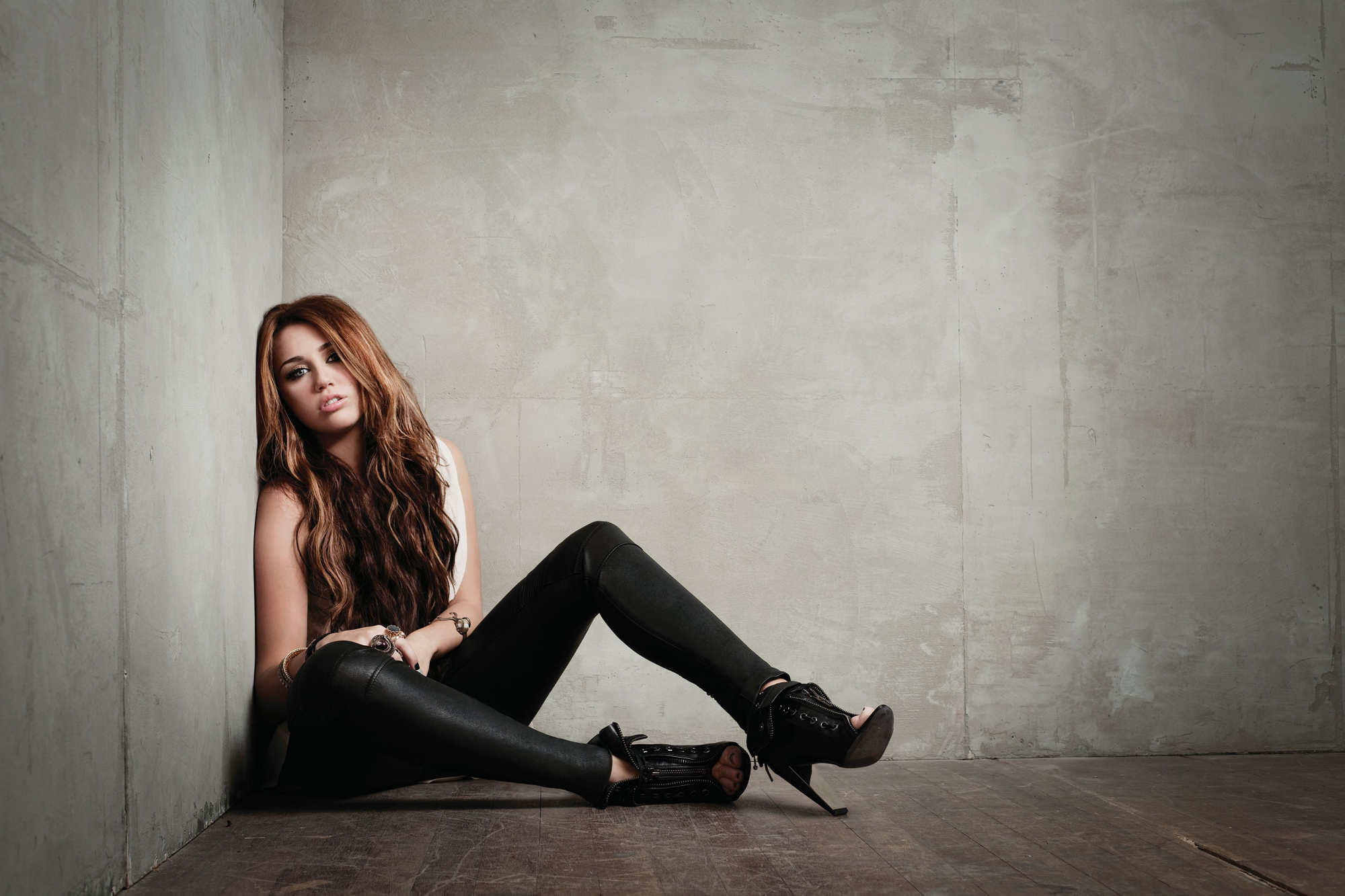 Miley Cyrus-Can't Be Tamed Photo Shoot
