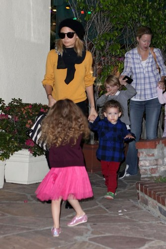 November 28 - Nicole having cena with her children & some Friends at Cafe Med