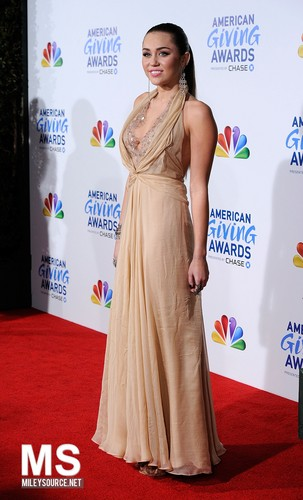 Miley Cyrus - 09/12 American Giving Awards - Red Carpet
