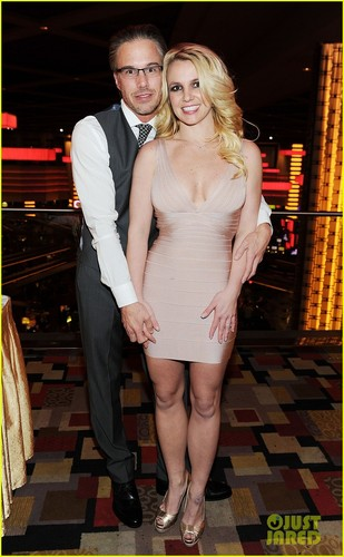 Britney Spears' Engagement Ring Revealed
