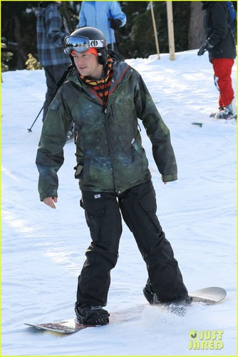 Cory Monteith: Snowboarding in Vancouver!