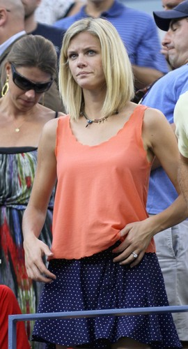 Brooklyn Decker ,Roddick wife,is ugly..