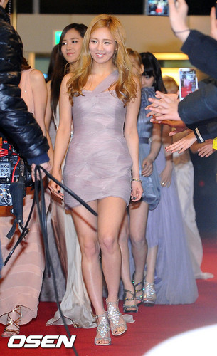 hyoyeon SNSD - 2011 SBS Song Festival Red Carpet