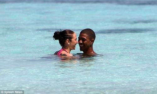 Tulisa and Fazer on a New año holiday in the Maldives