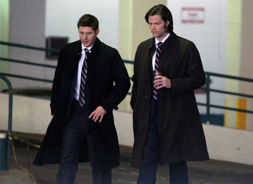 Jensen & Jared On The Set
