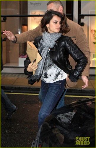 Penelope Cruz: Retail Therapy in London!