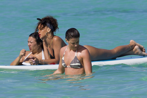 Wearing A Bikini In Hawaii [19 January 2012]