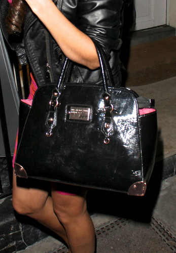 Tulisa Contostavlos Out For Dinner In London