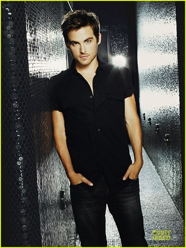 Kevin Zegers: 'Curve Appeal' Fragrance Campaign Photos!