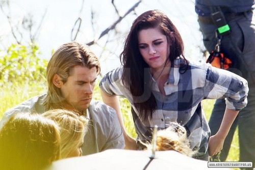 Kristen Stewart on a photoshoot with Charlize Theron & Chris Hemsworth - January 27, 2012.