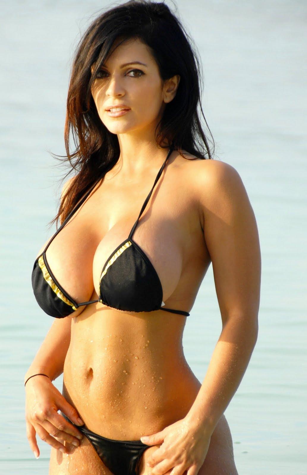 Bikini babes boobs pics