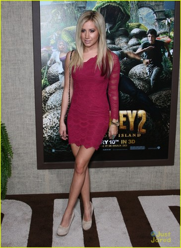 Ashley Tisdale: Red Hair Tips at 'Journey 2' Premiere!