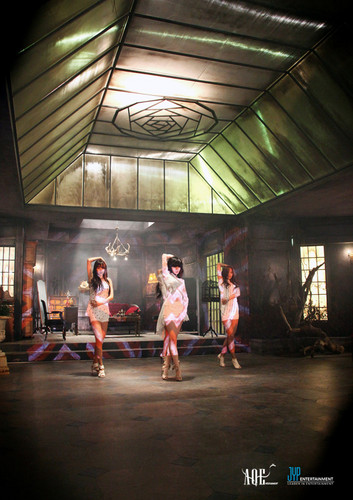 miss A unveils a teaser shot from their সঙ্গীত video set!