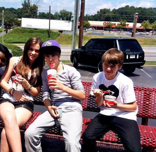 Justin Bieber with Caitlin Beadles and Christian (MUST SEE)