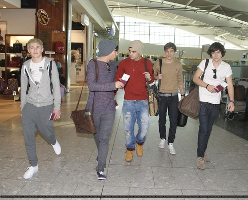 23.02 - One Direction @ the airport