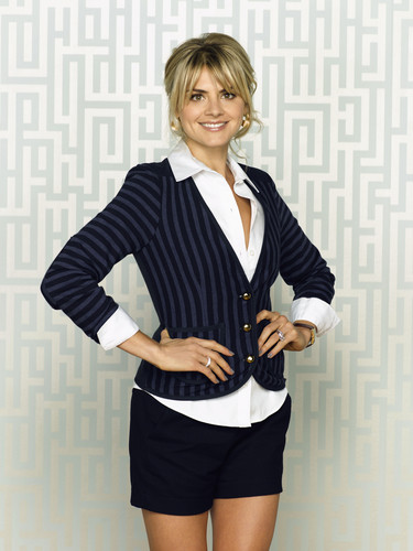 Eliza 轿跑车 ~ 'Happy Endings' Season One Promotional Photoshoot
