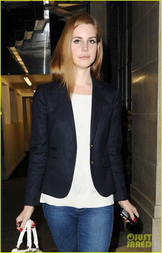 Lana Del Rey: Back to Hotel in London!