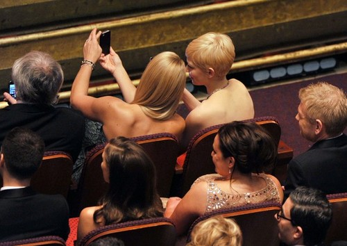 Busy Philipps & Michelle Williams - 84th Annual Academy Awards/show - (26.02.2012)