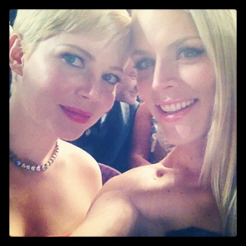 Michelle Williams & Busy Philipps - 84th Annual Academy Awards - (26.02.2012)