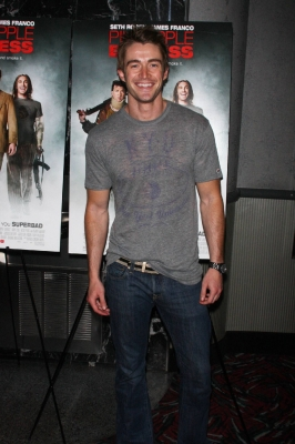 Robert Buckley <3