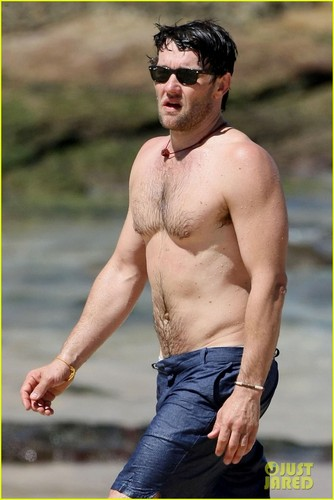 Joel Edgerton: Shirtless Dip at Bondi de praia, praia