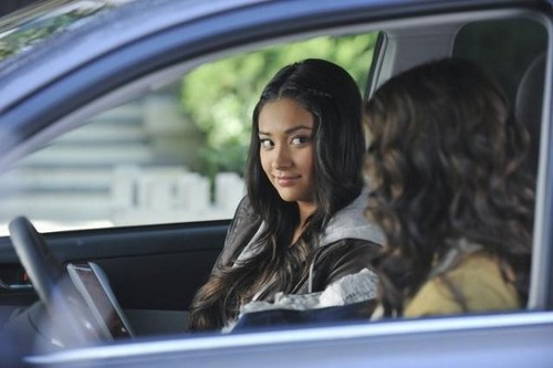 Pretty Little Liars - Episode 2.24 - If These bambole Could Talk - New Promotional foto