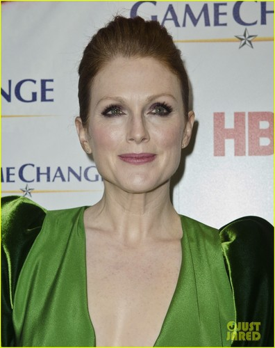 Julianne Moore: Green for 'Game Change' Washington Premiere