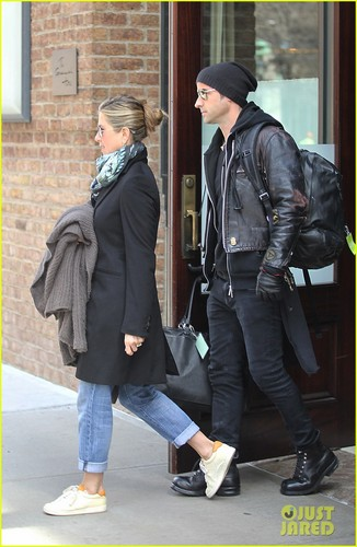 Jennifer Aniston & Justin Theroux: Hotel Check Out