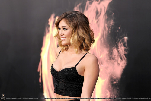 ►Miley HQ pics 2012 @ The Hunger Games premiere - 03/12/12◄
