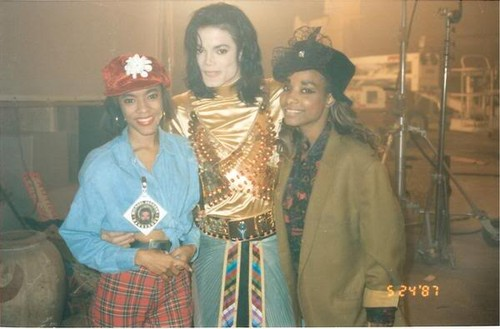 Michael Jackson-Remember The Time Backstage ( rare picture) ♥