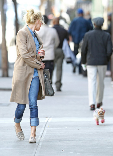 Amber Heard Strolls With Her Pink Pooch (March 26)
