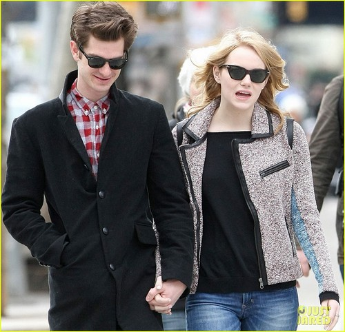 Emma Stone & Andrew Garfield Hold Hands in NYC