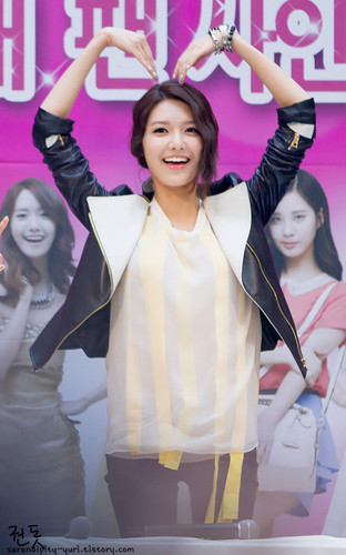 Sooyoung @ Lotte Department ファン Signing Event