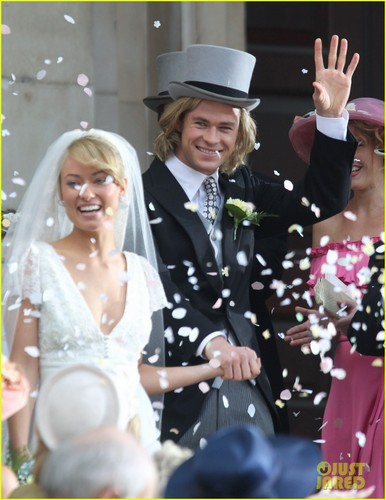 Chris Hemsworth & Olivia Wilde Get Married for 'Rush'