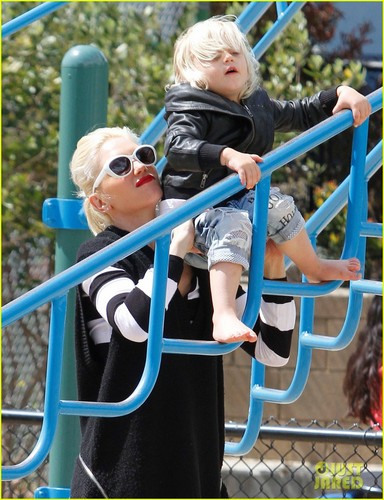 Gwen Stefani: Picnic at the Park with Kingston & Zuma