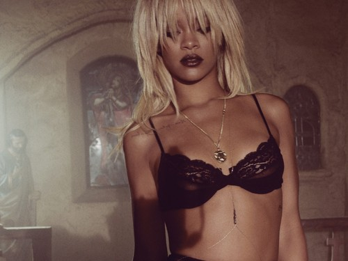 rih elle provocative