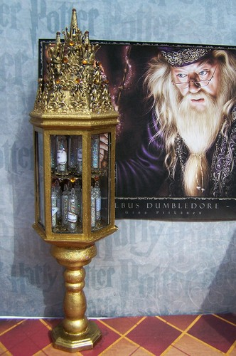 19th দিন Miniatures Dumbledore Memory Vial Cabinet