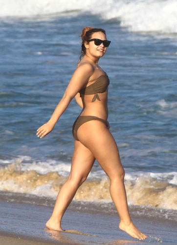 Demi - Hits the beach with friends in Rio De Janeiro, Brazil - April 18th 2012