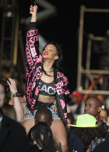 Performs Live At Coachella Valley Muzik & Arts Festival [15 April 2012]