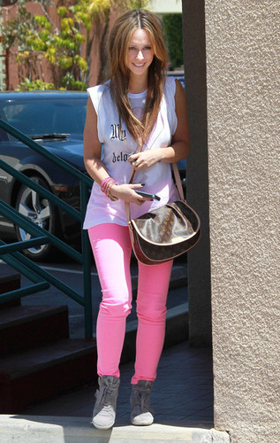 Out In Los Angeles [28 April 2012]