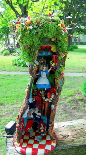 19th jour Miniatures Alice falling down rabbit hole scene