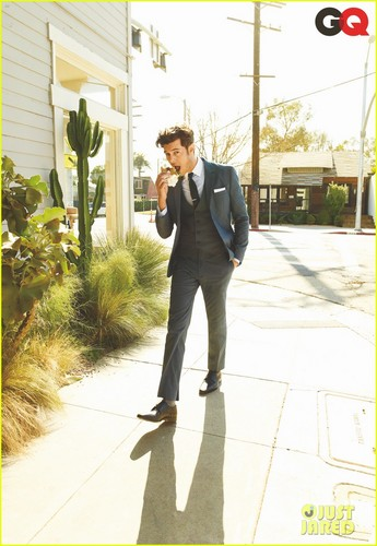 Adam Brody: 'I'm Obsessed with No Socks!'