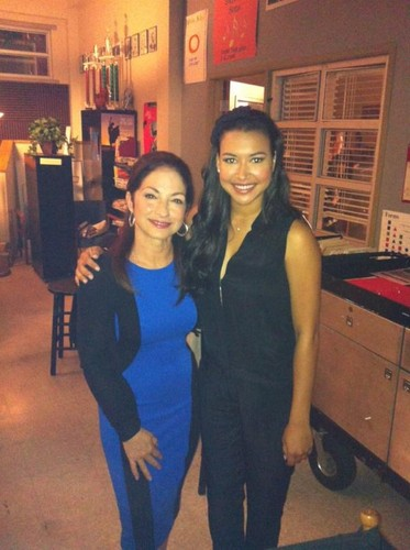 Gloria Estefan with Naya on Glee set