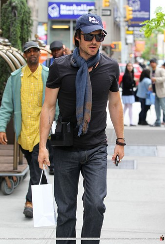 HQ Pics - Ian Somerhalder outside his hotel in Soho (New York City, USA - 07.05.12)